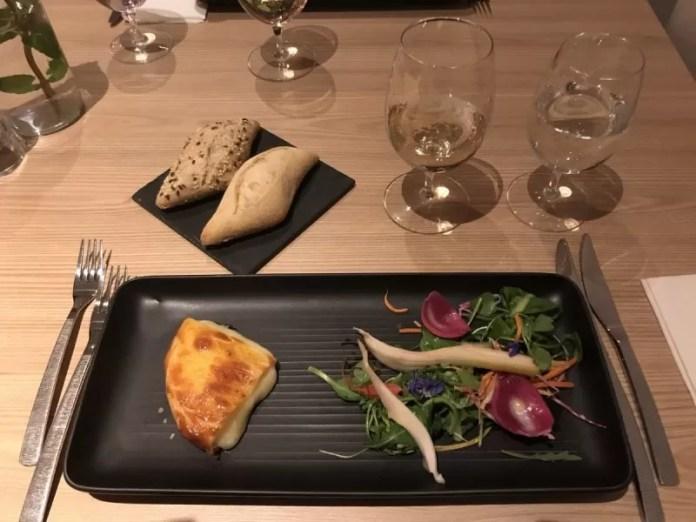 Al het (heerlijke!) eten is inclusief. Je kunt ook in het à la carte restaurant gaan eten i.p.v. het uitgebreide buffet. Reserveren noodzakelijk!