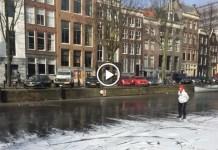 Eerste schaatser op de gracht