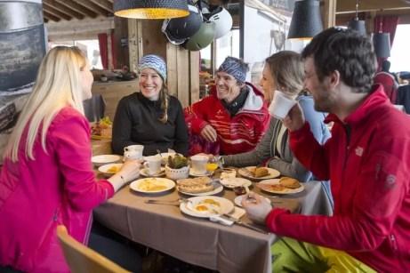 Bergfrühstück im Kapellrestaurant _ HochjochTotale (c) Stefan Kothner - Montafon Tourismus GmbH