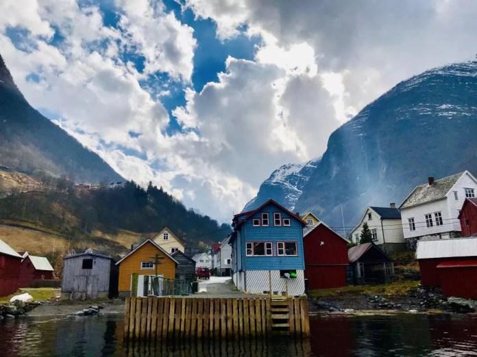 Een echt Noors dorpje tijdens de fjordsafari