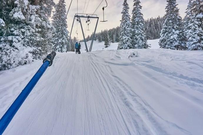 Sleeplift beginnende snowboarder soorten pijn op wintersport