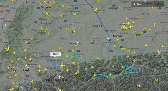 Route van vliegtuig vanuit Londen, dat in Innsbruck zou landen, maar omgeleid is naar Friedrichshafen (bron: flightradar24.com)
