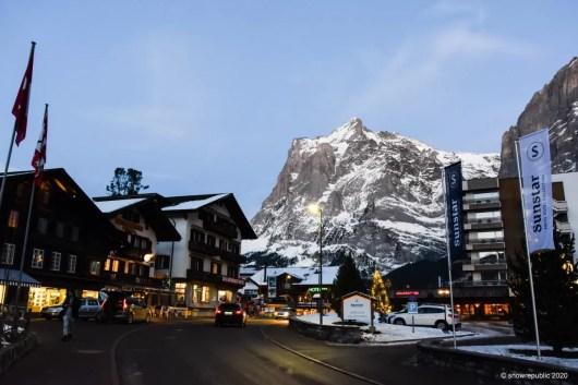 Aan de rand van het dorp, vlakbij het dalstation van Grindelwald First.