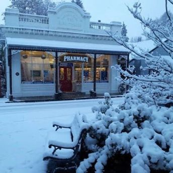 The Arrowtown pharmacy this morning @kirratours