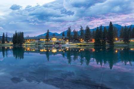 JPL - Exterior Main Lodge Lac Beauvert