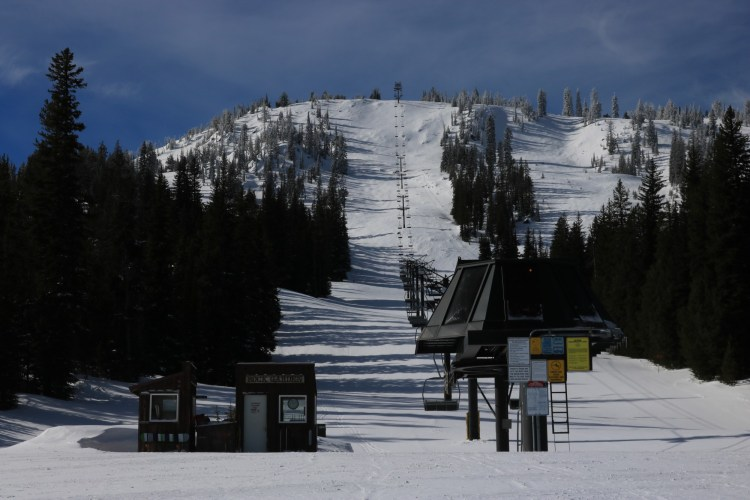 Anthony Lakes Mountain Resort triple chair lift with no people