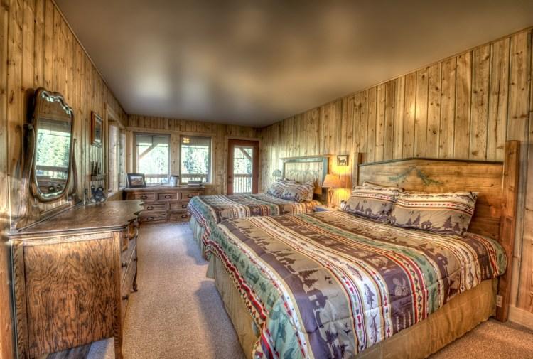 Colorado wilderness cabin: Wild Skies upstairs bedroom