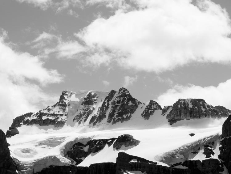 winter photography tips and contrast: black and white photo of snow and sky