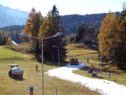 The buried snow being laid during the autumn. Photo credit: Olympiaregion Seefeld.