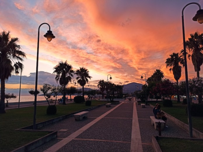 Pink cloudy promenade (Marina di Ascea)