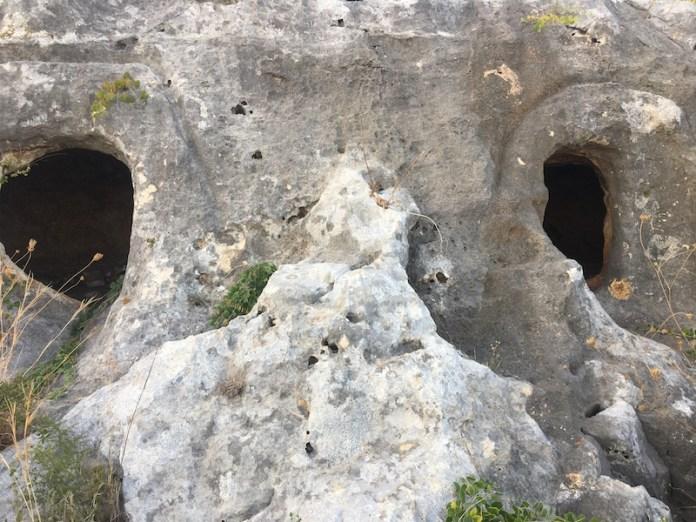 Le colonne d'Ercole in Costa IBLEA: Necropoli a Bellamagna