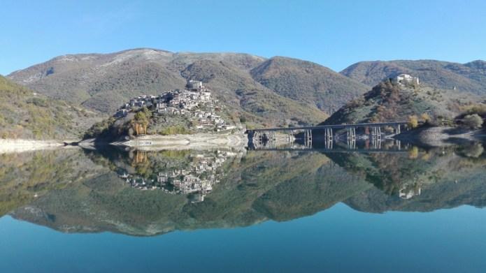 Un paese allo specchio - Lago Turano (RI)