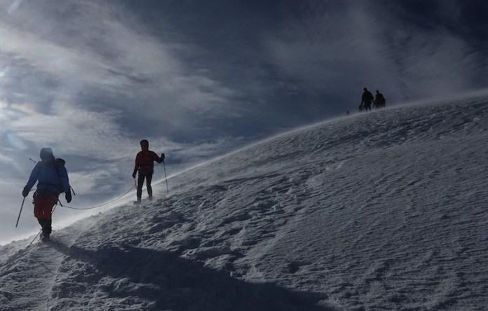 Forte vento sulla cima della Piramide Vincent, m 4215, Monte Rosa