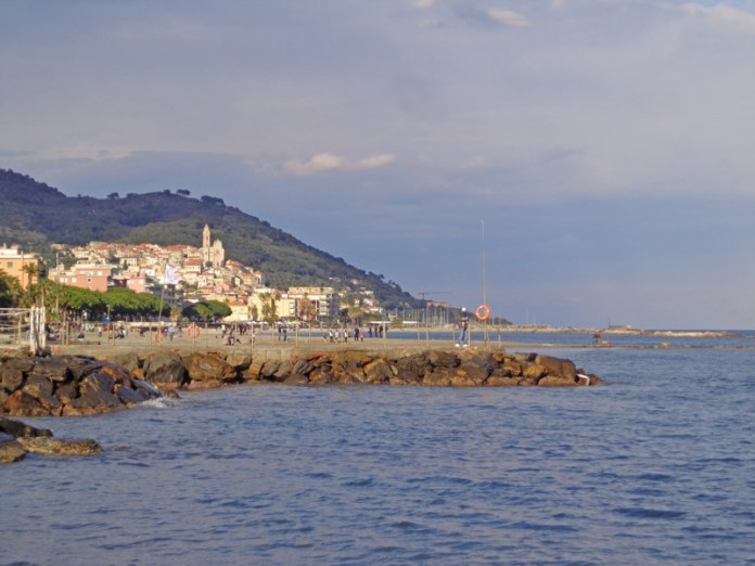 Cervo e il mar Ligure