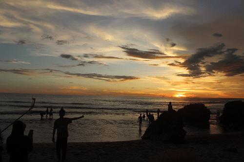 Puncak Kosakora serta Pantai Ngrumput Sebuah Kombinasi Yang Wajib Dikunjungi