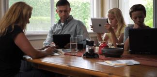 Wajib Diketahui Pentingnya Bersama Keluarga Saat Liburan