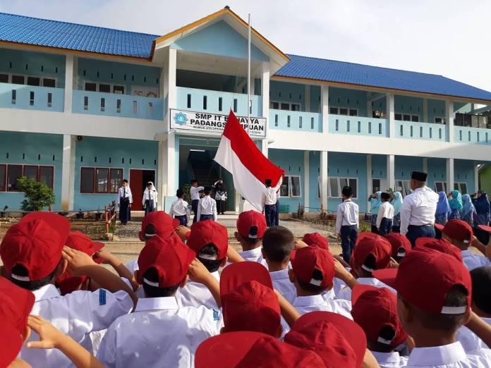 (Ask) Kira-kira Berapa Banyak Sekolah di Indonesia Yang Mengajarkan - Lagu Daerah?