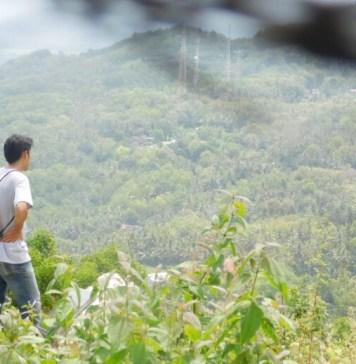 Bukit Paralayang Parangtritis: Aku Menunggu Dengan Sabar Diatas Sini