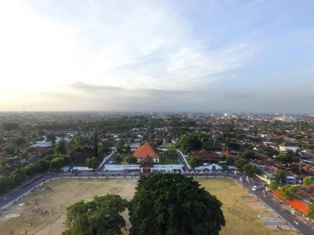 Alkid Jogja Alun-alun Kidul Kraton Yogyakarta Yang Terbagi Zona Waktu