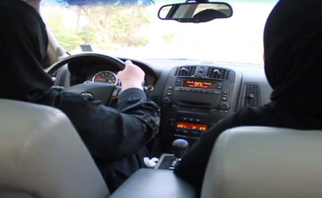 ماذا يجري في مدرسة شرق لتدريب النساء على قيادة السيارة