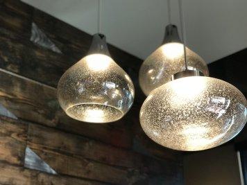 Artful lighting fixtures inside of the restaurant.