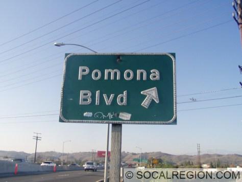 Older signage for the Pomona Blvd exit.
