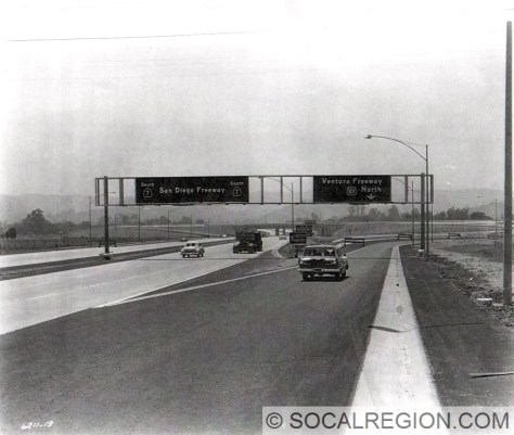 Southbound San Diego Freeway at the Ventura Freeway in 1959. Note the signage for SR-7 instead of I-405. This would change only a few years later.