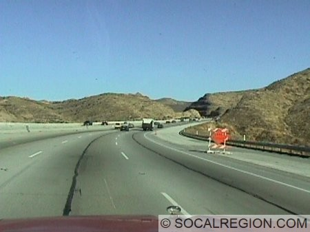 Typical section of the freeway near Vasquez Rocks. The construction here is for carpool lanes was completed in mid 1999. The carpool (HOV) lanes now extend to Pearblossom Highway in Soledad Pass.