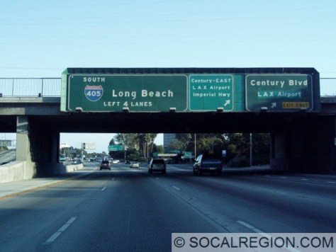Approaching LAX from the north, signs point towards surface streets instead of I-105.