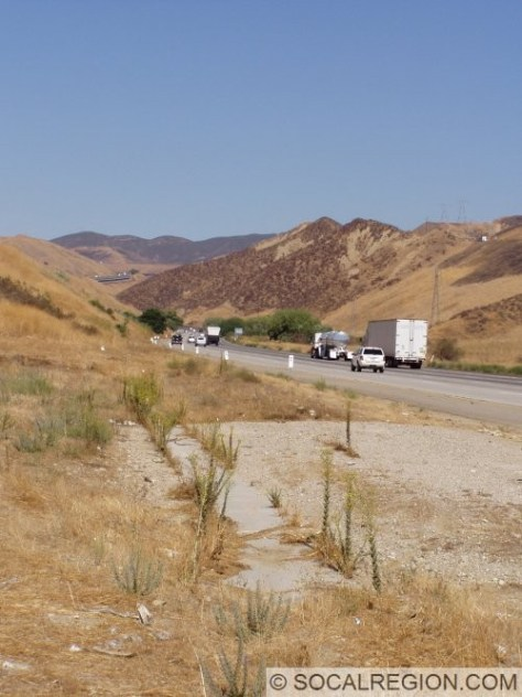 Five Mile Grade from Castaic. Concrete in foreground marks one of the Palomas Creek bridges from 1951.