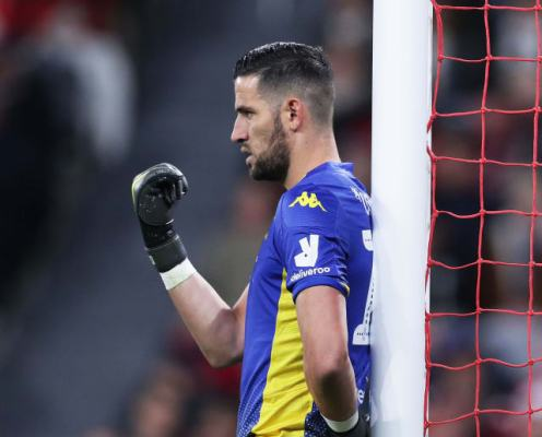 Safe Hands: Twitter Reacts as Kiko Casilla Saves Fan's Pie in Leeds' Carabao Cup Win Over Salford