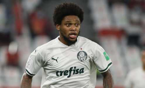 Palmeiras' Luiz Adriano has worst trip to supermarket ever after breaking quarantine