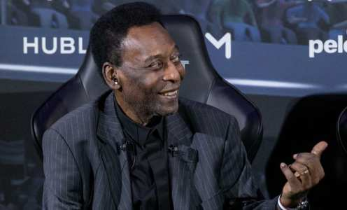 Pele 'recovering well' after leaving intensive care for second time
