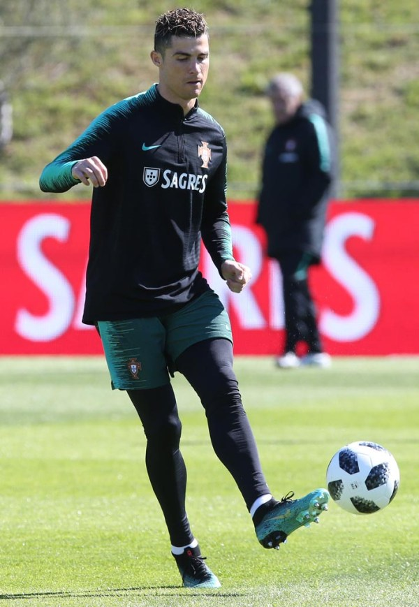 "Cristiano Ronaldo Trains in Mercurial CR7 ""Chapter 6 ..."
