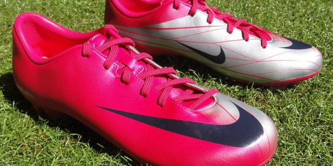 Nike Miracle in Cherry