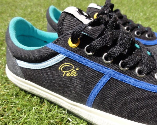 Pele Armador in Black with Blue Detailing