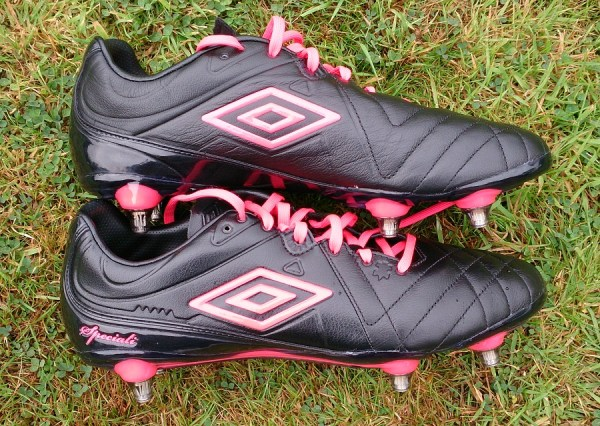 Umbro Speciali 4 soccer cleats