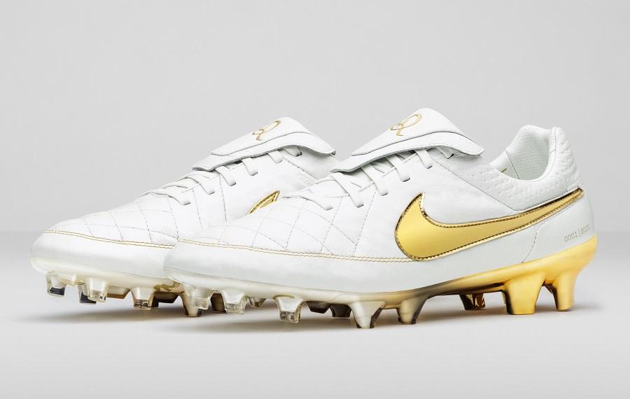 0e6829345a8 Nike Tiempo Ronaldinho Returns -