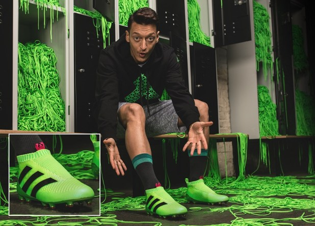 Ozil in Laceless Purecontrol