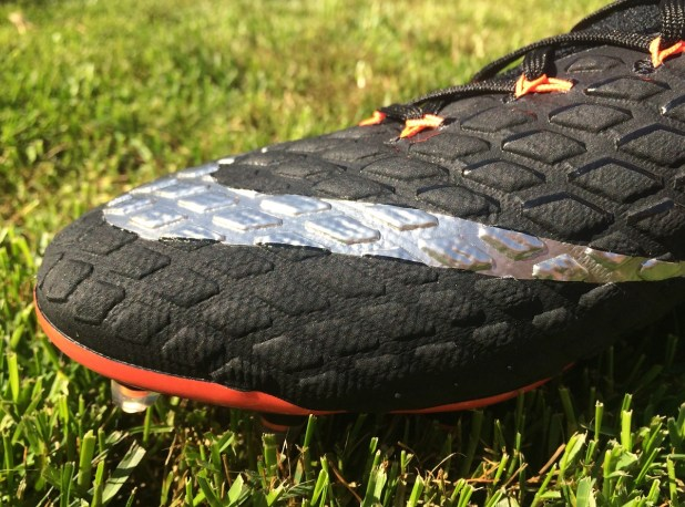 Hypervenom Phantom Strike Night Forefoot Design