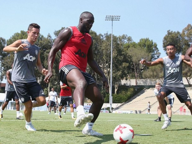 Lukaku Training with Man Utd