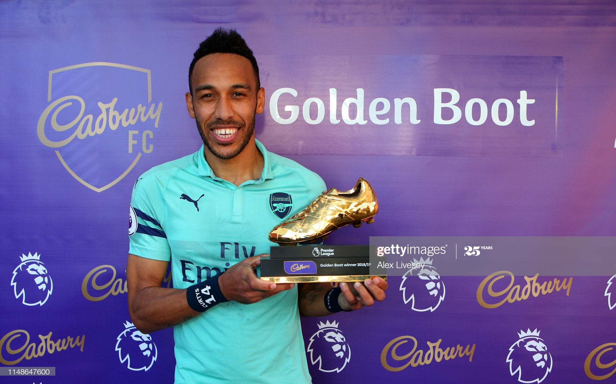BURNLEY, ENGLAND - MAY 12: Pierre-Emerick Aubameyang of Arsenal poses with the golden boot trophy after the Premier League match between Burnley FC and Arsenal FC at Turf Moor on May 12, 2019 in Burnley, United Kingdom. (Photo by Alex Livesey/Getty Images)