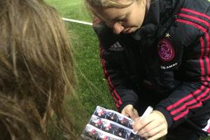 Handtekeningen uitdelen Ajax