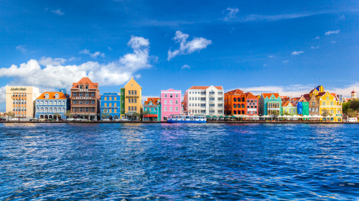 12-Colourful-Cities-Willemstad-Curacao