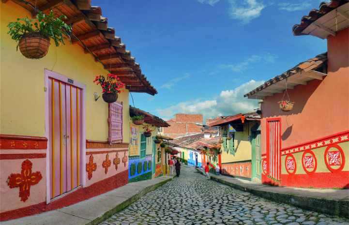 12-Colourful-Cities-Guatape-Colombia