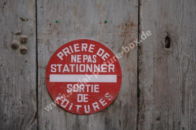 Schilder - Straßenschilder - Hinweisschilder - Warnschilder - Wegweiser - Frankreich