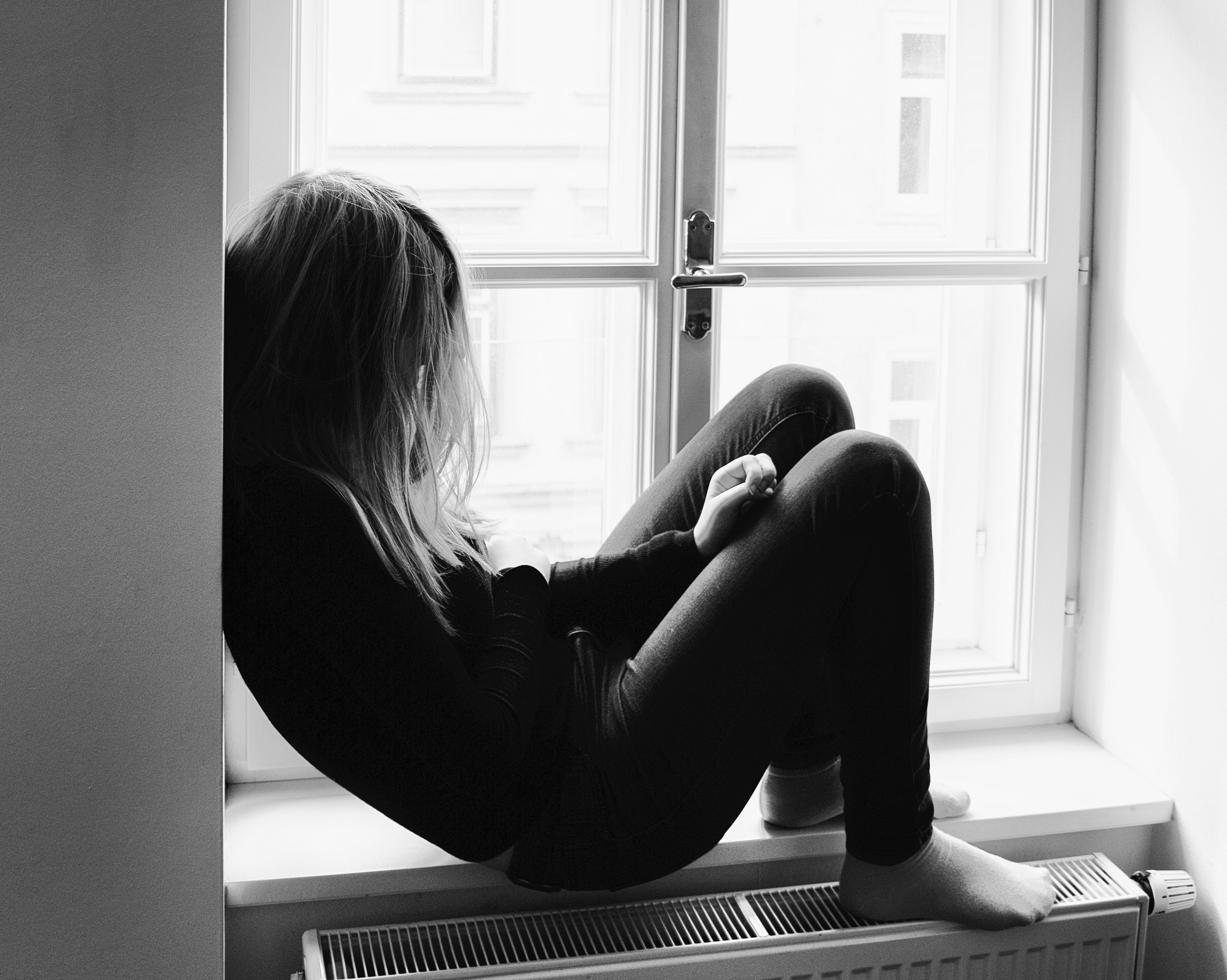 person-black-and-white-girl-white-photography-alone-1274362-pxhere.com (1)