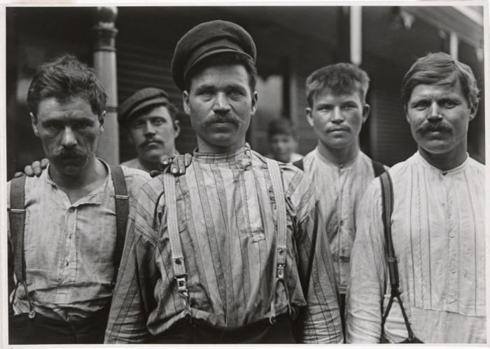 Steelworkers_at_Russian_Boarding_House_Homestead_Pennsylvania_by_Lewis_Hine
