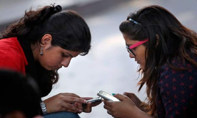 UP Khap Bans The Use of Mobiles For Minor Girls