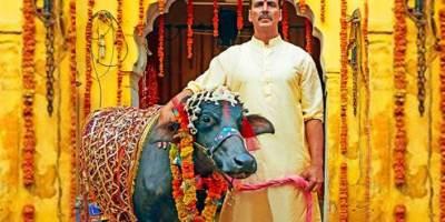 Toilet Ek Prem Katha Review : Akshay & Bhumi rocks in hilarious comedy